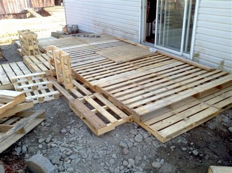 making  deck   wood palettes pallet decking
