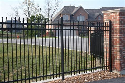 Chelsea Bordir Top Dod Shop 1 guidance on usage of security fence as a protective shield