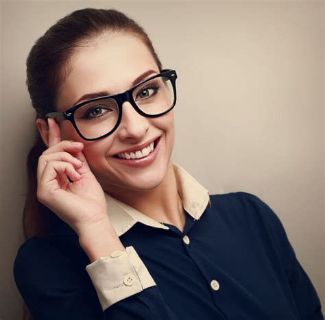 Getting Glasses? 4 Tips for Stylish Frames for Women