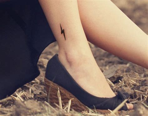 lightning strike tattoo lightning bolt meaning and really creative design