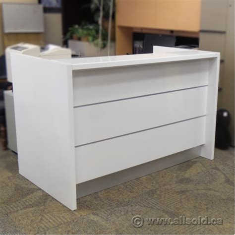 Valde Reception Desk Mdd Valde Linear Reception Desk White With Led Lighted Front Allsold Ca Buy Sell Used