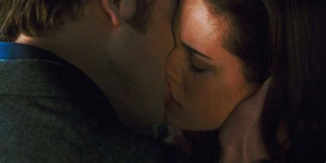 new themes kiss on the set of new moon twilight guide