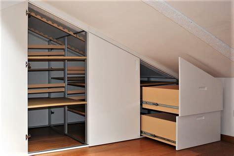 mobili per mansarda armadio mansarda bifacciale per dividere e servire due