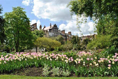 chelsea uk file ii chelsea physic garden london uk jpg wikimedia