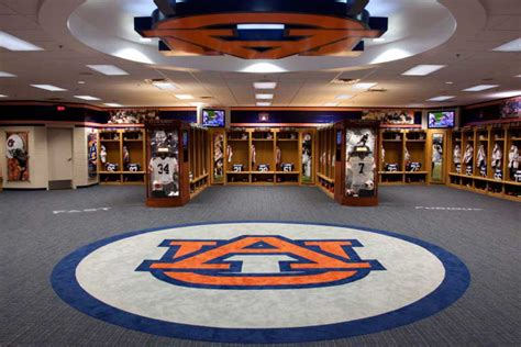 college locker room best college football locker rooms 2014