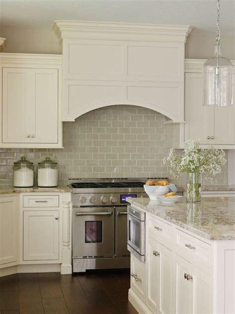 Tile Under Kitchen Cabinets by Best 25 Ivory Cabinets Ideas On Pinterest Ivory Kitchen