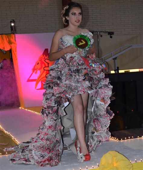 vestidos de la epoca colonial con material reciclable vestidos de la epoca colonial con material reciclable 22