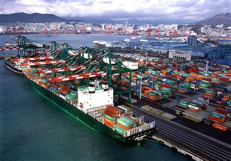 busan handles record transshipment container volume joccom