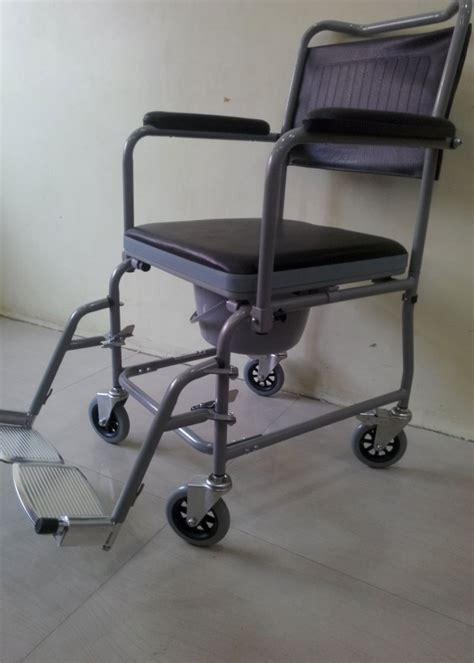 How To Use A Commode Chair by Types Of Bedside Commodes Commode Chair Wheelchair