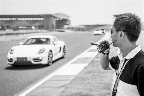 Motorrad Reifen Quietschen by Bei Porsche Kann Man Auch Auf Alten Wagen Das Fahren