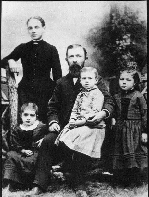 Dr. John Harvey Kellogg e Família | Centro de Pesquisas