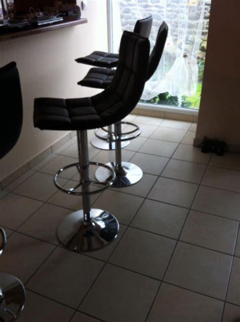 Reparer Verin Tabouret De Bar by Chaise Table Tabouret Enlever Le Jeu Dans Les Pieds De