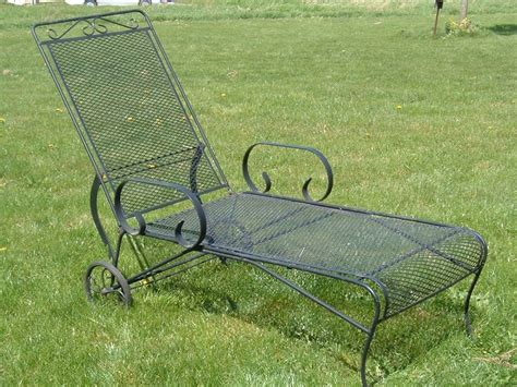 Woodard Wrought Iron Patio Furniture Vintage Woodard Lounge Chair Vintage Metal Bouncy Chairs And Patio Furniture Pinterest