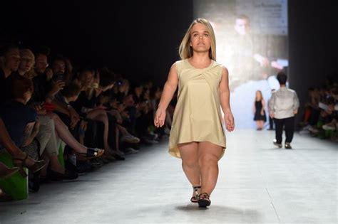 Inside Fashion Week 2 by на неделе моды в берлине на подиуме появились модели