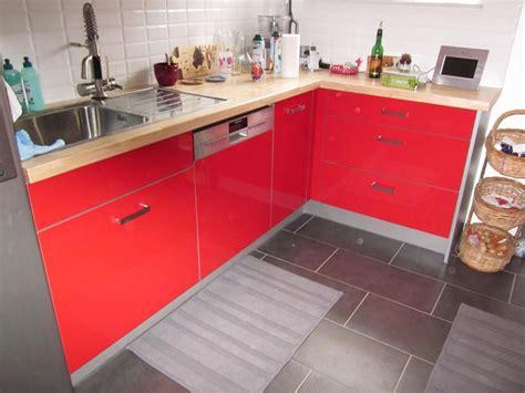 Incroyable Les Decoration De Cuisine #1: photo-decoration-cuisine-rouge-plan-de-travail-bois-2-1024x768.jpg