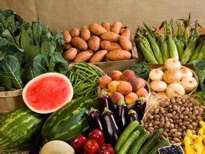 alimentazione senza proteine animali gli italiani mangiano pi 249 frutta e verdura carne