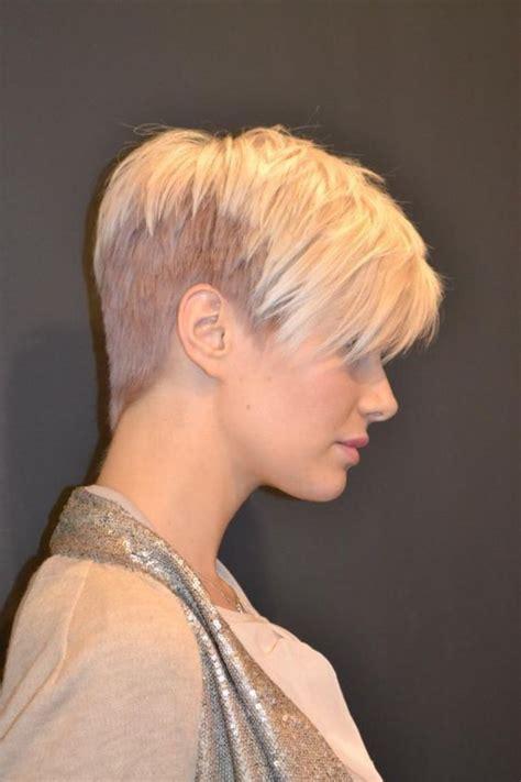 coupes courtes femme tendance  coiffure simple  facile