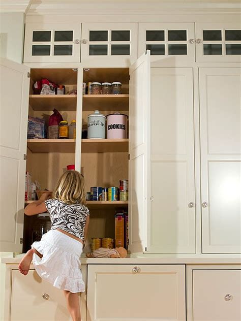 kitchen cabinets height from floor make a small kitchen look bigger