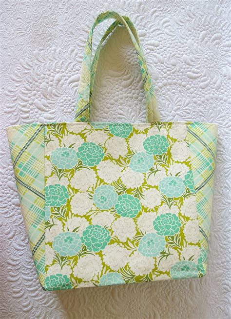 Handmade Bag Pattern - tote bag pattern for a easy simple and chic tote bag