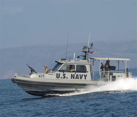 florida marine patrol boats riverine patrol boat runs into rock jetty near mayport