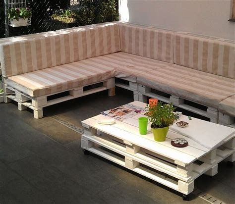 Sofa Made From Pallets by 13 Diy Sofas Made From Pallet 99 Pallets