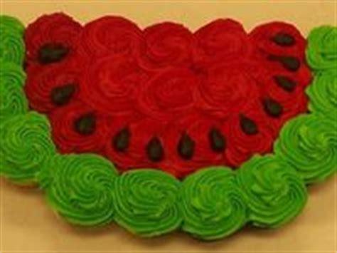 cupcakes    shapes images  pinterest birthdays petit fours  cupcake cakes