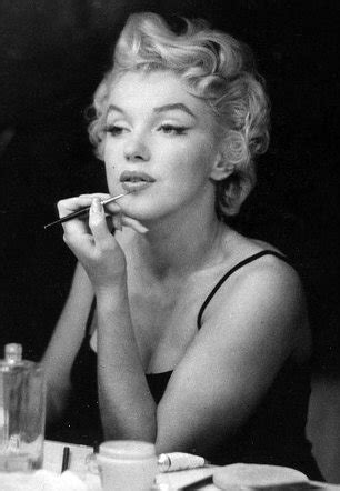marilyn monroe did have chin implant: x rays go up for
