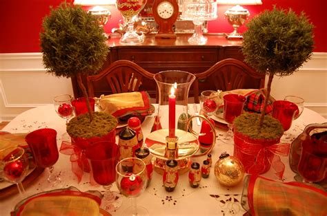 Christmas Party Centerpiece - christmas table setting tablescape with topiary centerpiece