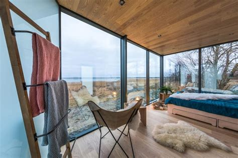 Mirrored Cabin by Ood Mirror Cabin Can Be Set Up In 8 Hours As A Vacation Rental