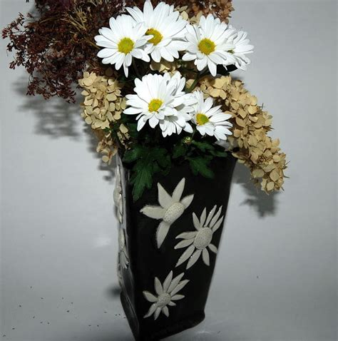 White Vase With Flowers by Flower Vase Black With White Flowers By Thebutlerscreations