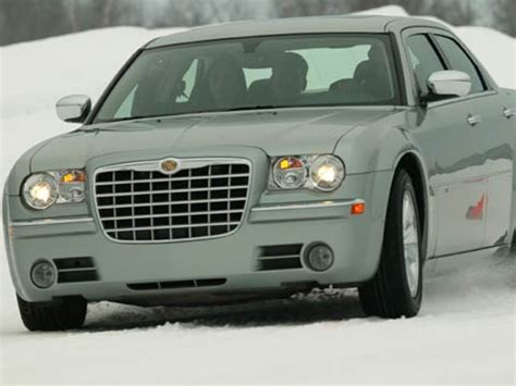2005 chrysler 300 review motor trend
