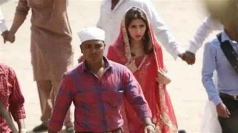 biography of raees film revealed first look of mahira khan from shah rukh khan s