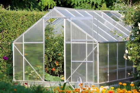 piccola serra da giardino come organizzare una serra ordinata pollicegreen