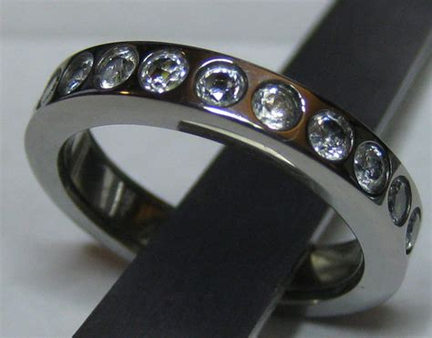 led wedding ring lights up when groom to be is near