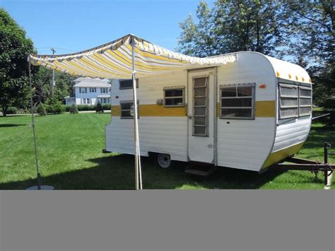 16 Ft Rv Awning by Vintage 16 Foot Wildcat Travel Trailer With Awning No