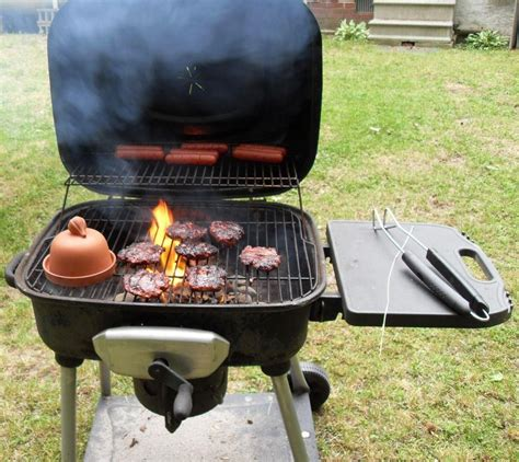 file burgers and hotdogs flaming on the bbq grill jpg wikimedia commons