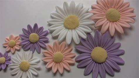 come fare fiori con la pasta di zucchero fiori in pasta di zucchero margherite flowers