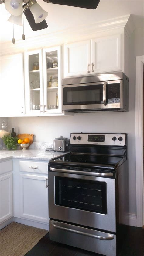 kitchen appliances chicago small kitchen white cabinets carrara marble countertop
