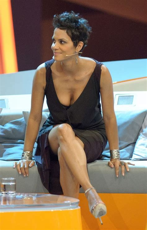 Halle Berry Warms Up by Privat Halle Berry Sabber 3 Sp Jpg 1023 215 1600 Halle