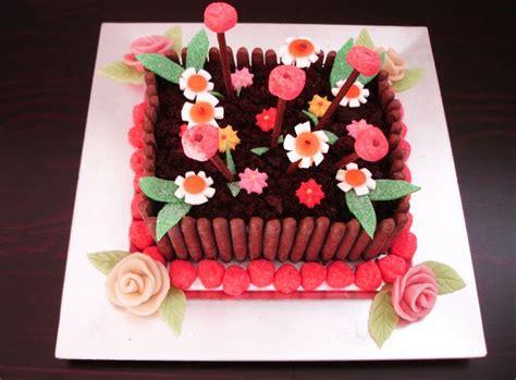 gateau d anniversaire herve cuisine jardini 232 re de bonbons g 226 teau d anniversaire
