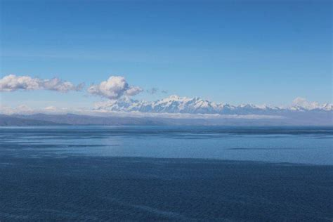 sea mountains blue lake lake titicaca titicaca