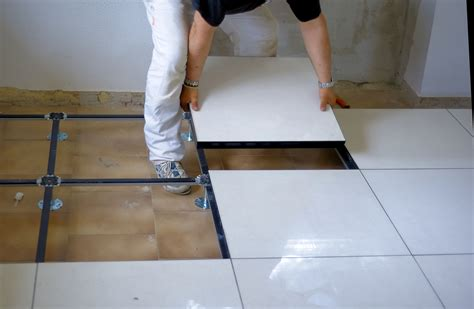 laying ceramic tile learn how to lay ceramic tile laying porcelain tile in bathroom tile design ideas