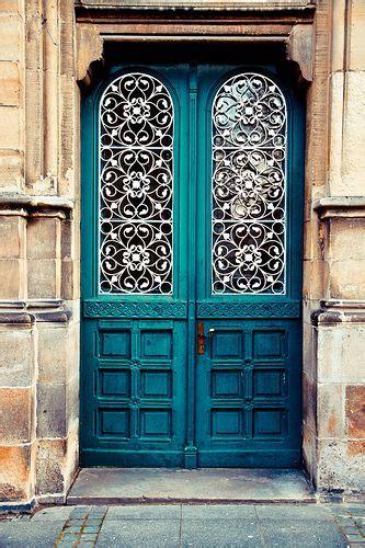 the 5 most welcoming colors for your front door jak urządzić mieszkanie według zasad feng shui lovingit