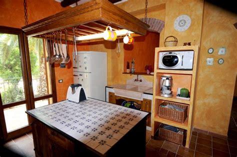 piastrelle per piano cucina muratura quali sono le caratteristiche devono possedere le