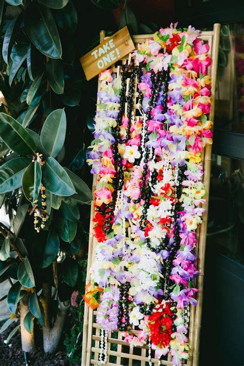 Hawaiian Wedding Decorations by Best 25 Luau Wedding Ideas On Tropical