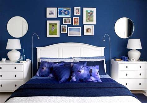 idees pour une decoration de chambre en bleu marine