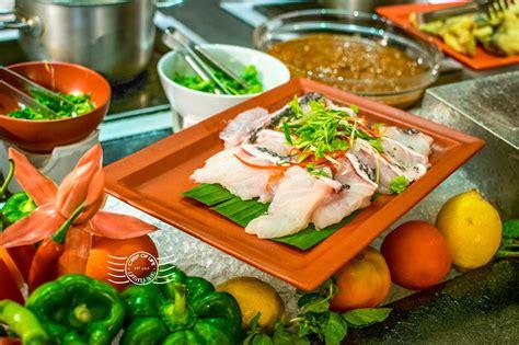 buffet dinner seafood buffet dinner spice market shangri la s rasa