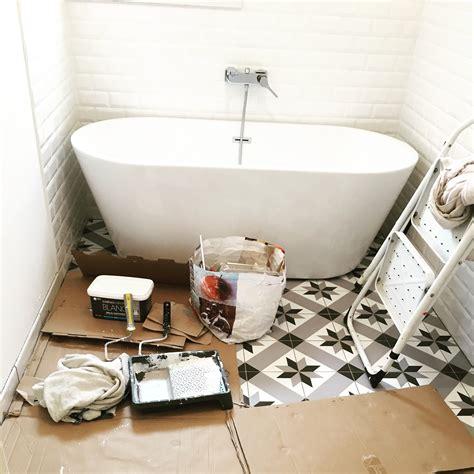 pose carrelage salle de bain baignoire pose carrelage metro salle de bain carrelage x