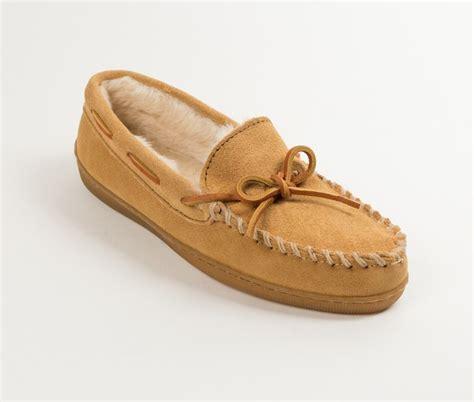 mens minnetonka boots minnetonka s pile lined sole slippers 123 shoes