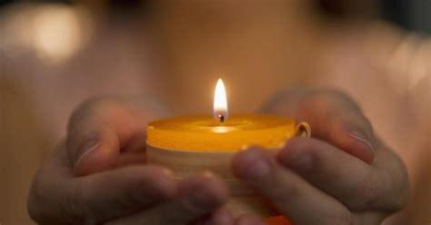 immagini di candele quot ecco come accendere le candele nel modo giusto quot una ex